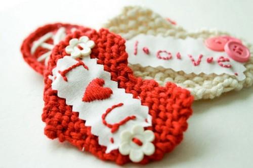valentine hearts of yarn (via shelterness)