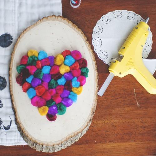 pompom heart decoration (via shelterness)
