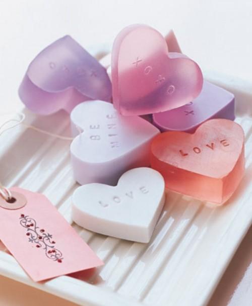 heart-shaped soap  (via shelterness)
