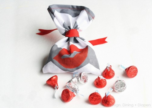 kiss me Valentine's day favors (via designdininganddiapers)