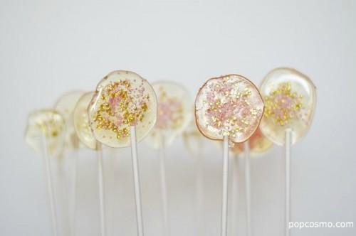tasty glitter lollipops (via popcosmo)