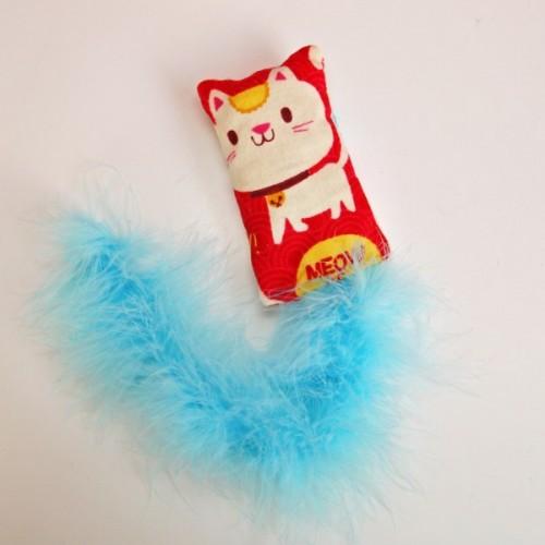 fluffy cat toy (via mysocalledcraftylife)