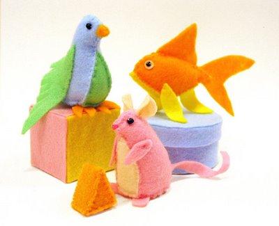 cat toy plushies (via myfantastictoys)