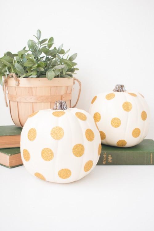glitter polka dot pumpkins (via thebeautydojo)