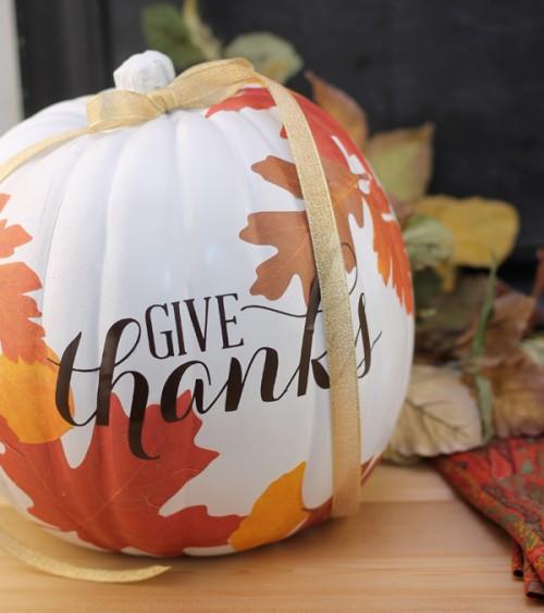 decoupage pumpkin (via damasklove)