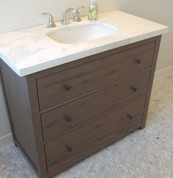 Hemnes into a vanity (via ikeahackers)