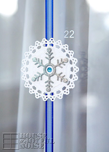 snowflake advent calendar (via houseofjoyfulnoise)