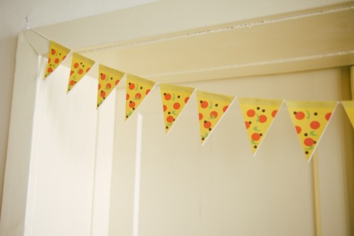 pizza garland (via shelterness)