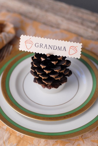 pinecone firestarter place card holders (via boulderlocavore)