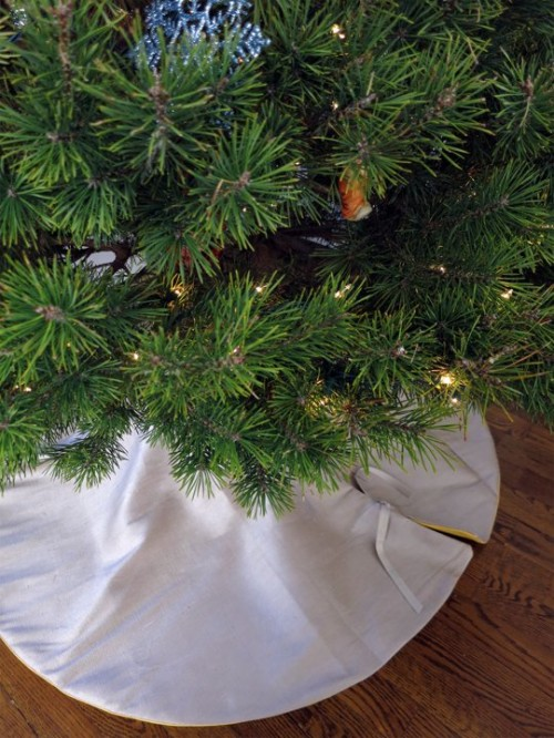 reversible christmas tree skirt (via apartmenttherapy)