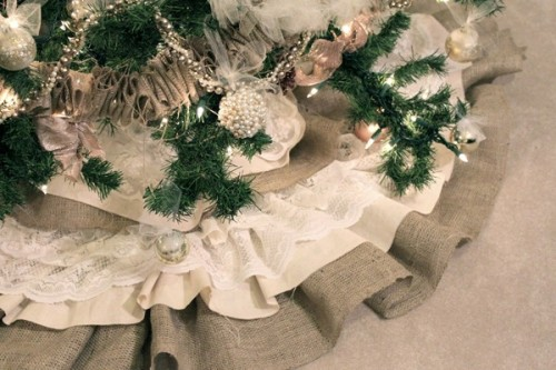 burlap and lace tree skirt (via u-createcrafts)