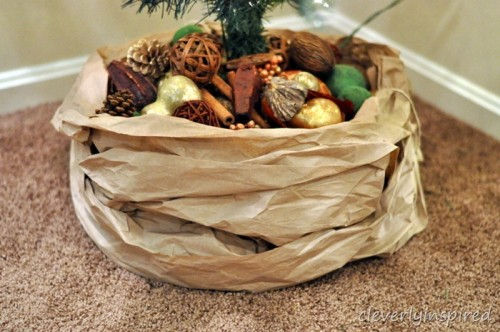 craft paper tree skirt (via cleverlyinspired)