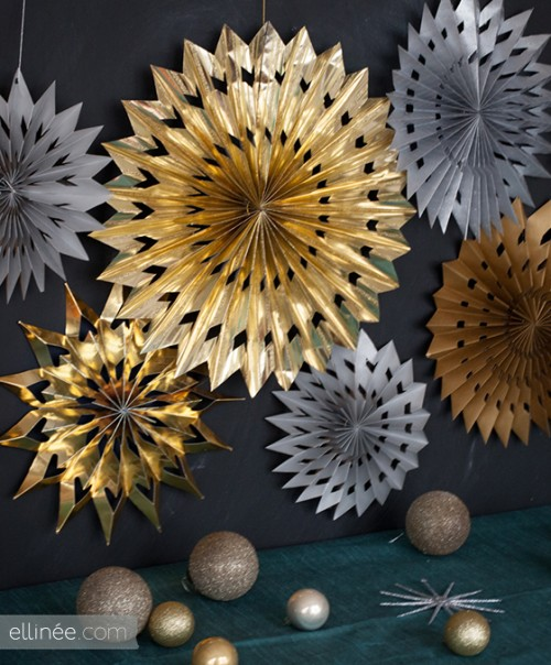 paper star medallions (via elli)