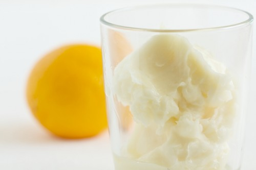 moisturizing lemon body butter (via gi365)