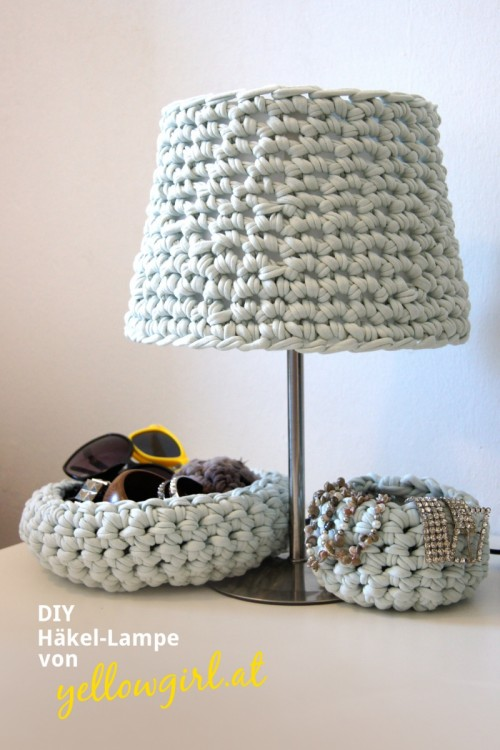 cozy crocheted lampshade (via shelterness)