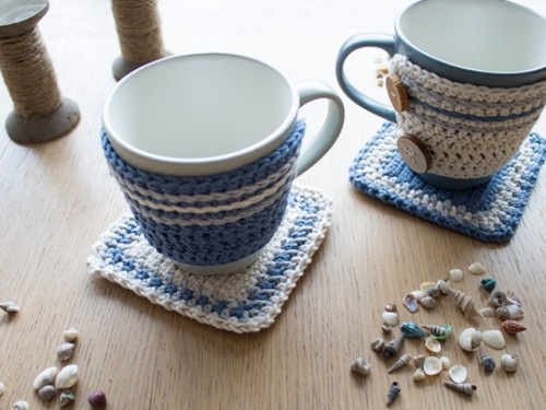 crocheted rug for a mug (via shelterness)