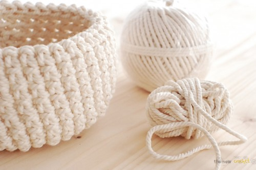 crocheted bowl for towels (via shelterness)