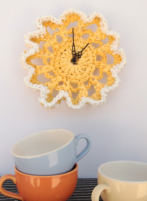 crocheted clock (via shelterness)