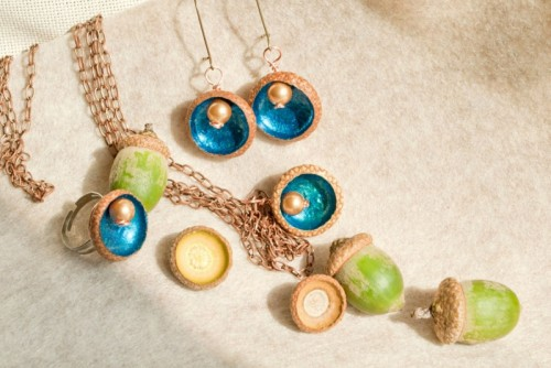 fall acorns necklace
