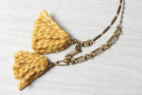 cozy tassel necklace (via onmyhonoriwilltry)