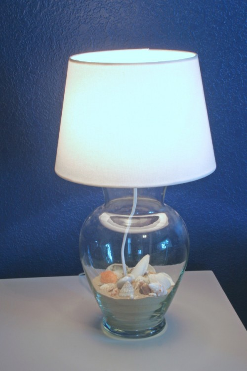 glass vase lamp filled with sand and shells (via starsandsunshine)