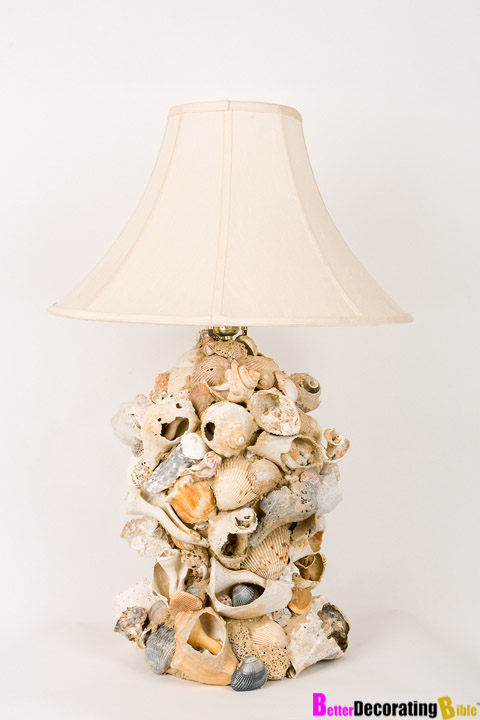 chic sea shell lamp (via betterdecoratingbible)