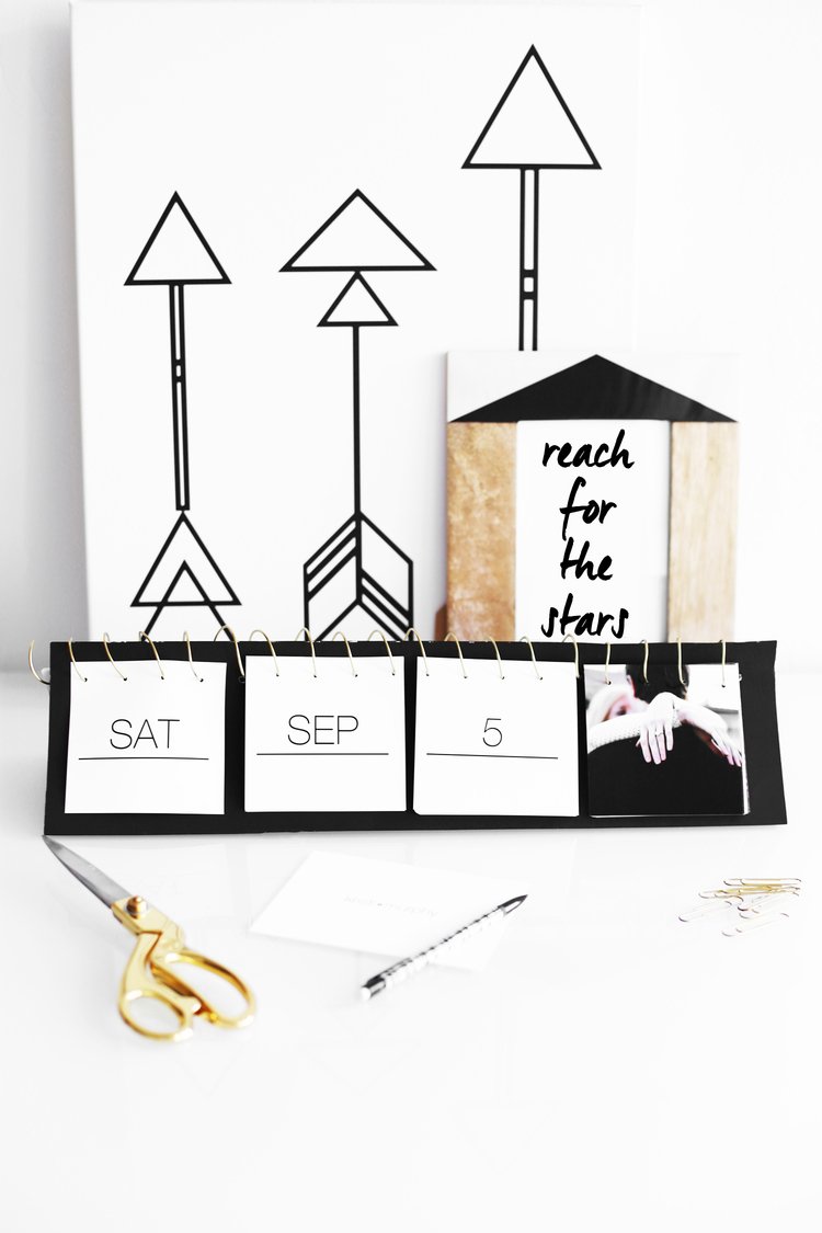 Picture Of awesome diy black and white instagram calendar  1