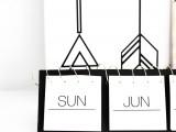 awesome-diy-black-and-white-instagram-calendar-2