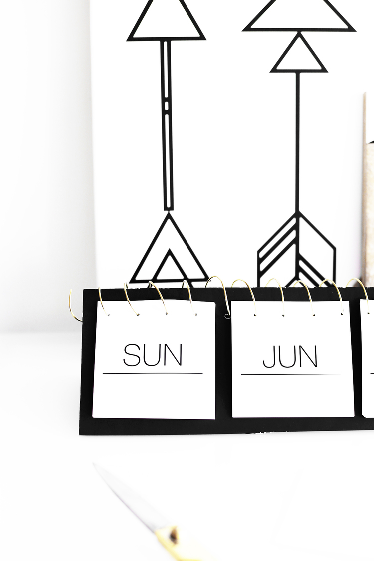 Picture Of awesome diy black and white instagram calendar  2