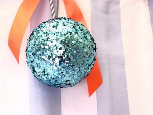 DIY sequin ornaments (via dobleufa)