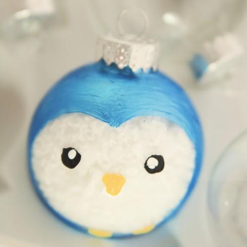 Penguin ornament (via littlegrayfox)