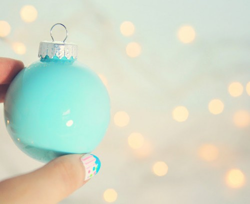 Simple painted ornaments (via littlegrayfox)