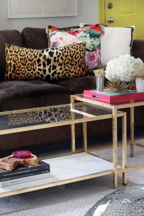 easy coffee table makeover with paint (via apartmenttherapy)