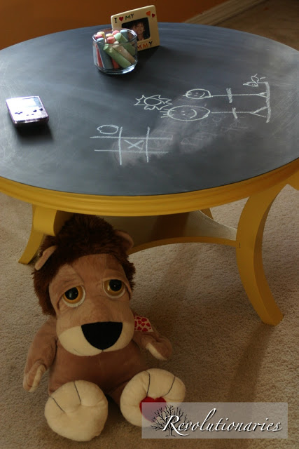chalkboard coffee table makeover (via revolutionariesblog)