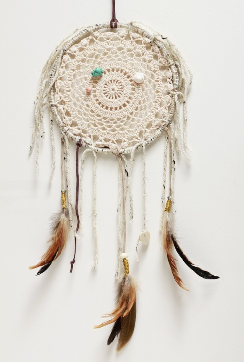 doily dreamcatcher (via mycalicoskies)