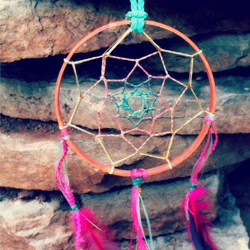 sweet summer dreamcatcher (via blog)