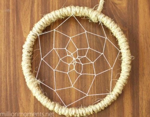sisal cord dreamcatcher (via millionmoments)