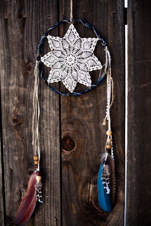 vintage doily dreamcatcher (via elisamclaughlin)