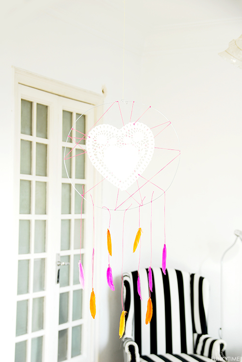 Valentine neon dreamcatcher (via shelterness)