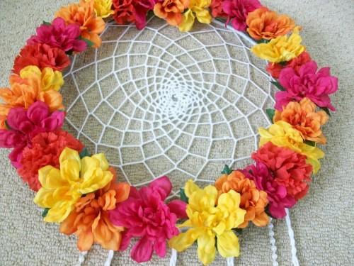 floral dreamcatcher (via insidethelifeofagoddess)
