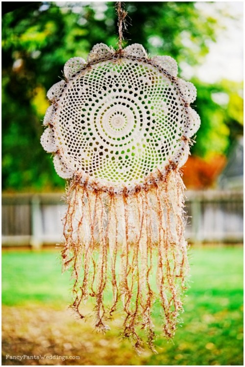 lace dreamcatcher (via fancypantsweddings)