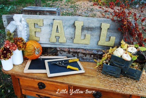 gold fall sign (via littleyellowbarn)