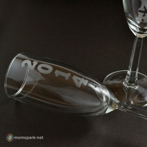 New Year eve champagne flutes (via momspark)
