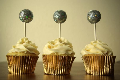 ball drop cake toppers (via oleanderandpalm)