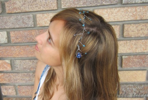 jeweled headband  (via mywhiteidea)