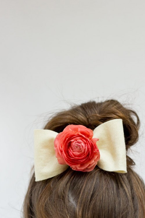 fresh flower hair bows (via studiodiy)