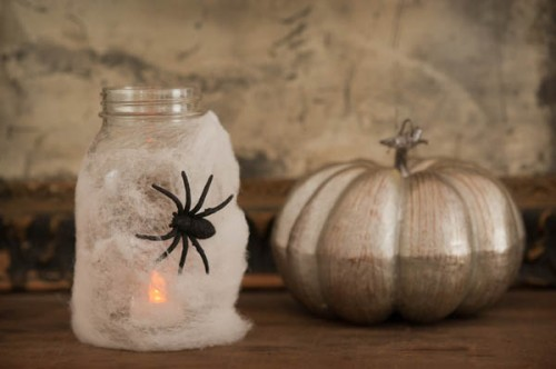 Halloween spider lanterns (via thesweetestoccasion)