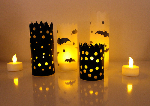 paper luminaries via vitaminihandmade - Diy Candle Holders