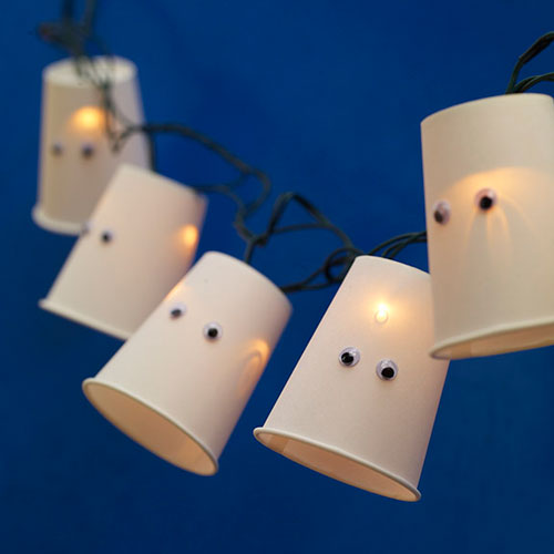 DIY Paper Cup Glowing Halloween Garland (via shelterness)
