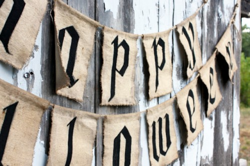 Homemade Pottery Barn Inspired Halloween Garland (via sweetsomethingdesign)